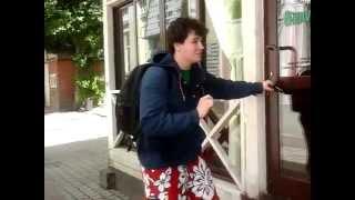Смешной скрип двери / Door's funny squeak(Дверь очень смешно скрипела. Спасибо., 2015-06-14T21:41:25.000Z)
