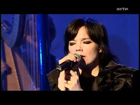 Björk - Unravel - Live Performance - Subtítulos Español - M P 2 N - 04 / 03 / 2002