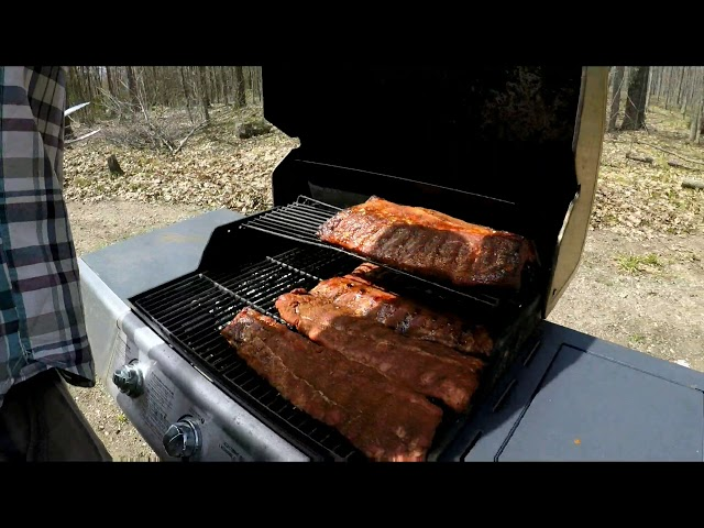 Smoke ribs on the grill