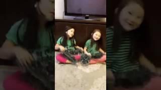 Девочки дурачатся