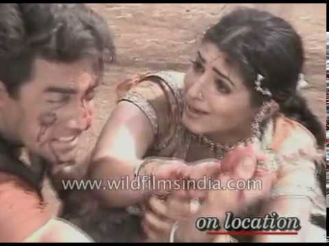 Download Twinkle Khanna and Aamir Khan in the making of the movie Mela