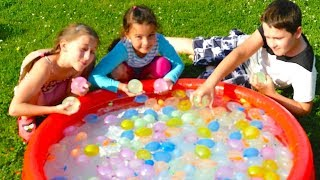 Water Balloons Fight for Kids! Water Toys Family Fun Outdoors Activities Water balloon fight