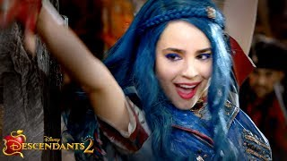 Sword Fight Sneak Peek! | It's Going Down Special | Descendants 2