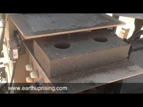 Compressed Earth Block Machine / Blockmaster 300