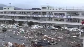 Шокирующее видео о цунами в Японии(Опубликовано новое шокирующее видео о цунами в Японии в 2011 году. Мелководная река превращается в мощнейший..., 2013-08-14T18:49:13.000Z)