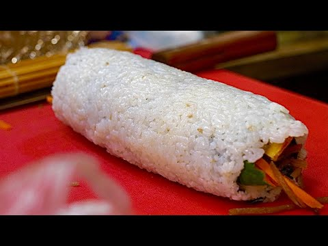 Гігантський ню Кімбап (рулет з рису) - корейська вулична їжа