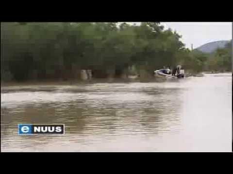 Vloedwater rig ongekende skade aan / Floodwater causes extensive damage