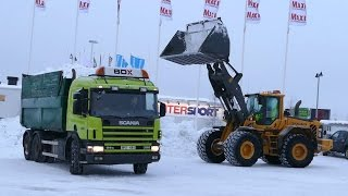 Volvo L120F Long boom loading snow
