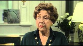 Obituary: Jean Stapleton | CBS News