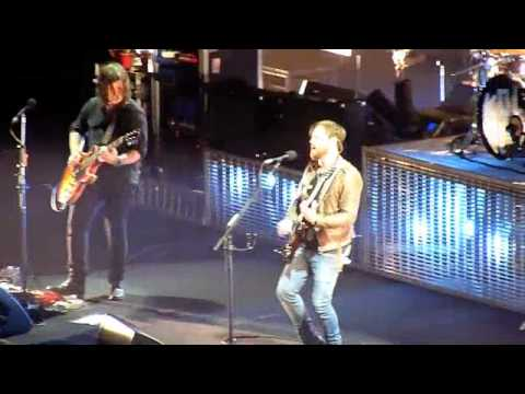 Kings of Leon - No Money (Madison Square Garden) (High Quality)
