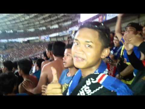 Aremania Vs Viking  Di Stadion Gelora Bung Karno