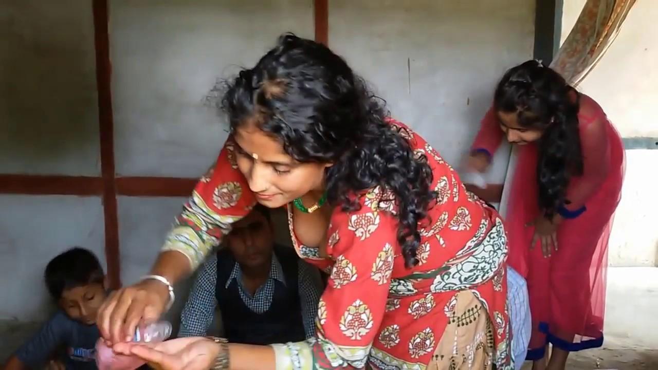 Desi Girl Showing Boobs In Diwali Cleavage - Youtube-5011