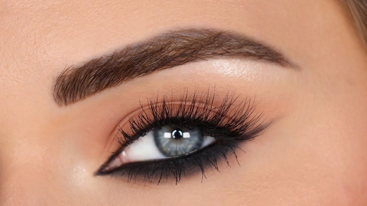 Trying the Reverse Cat Eye Technique! | Black Eyeliner For Hooded Eyes