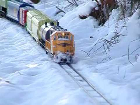 G Scale Trains ATSF GP38-2 in the snow