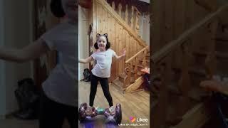 Танец на гироскутере.