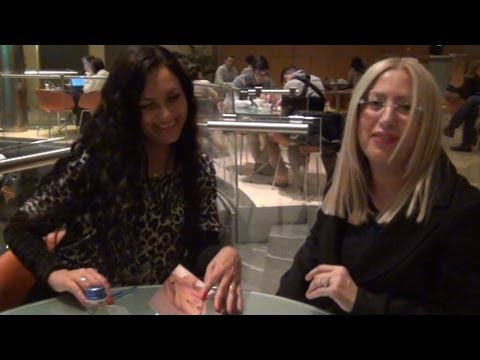 LUCIANA CUNCU PIANO PARLA DEL FEMMINISMO AL MICROFONO DI CLAUDIA SABA