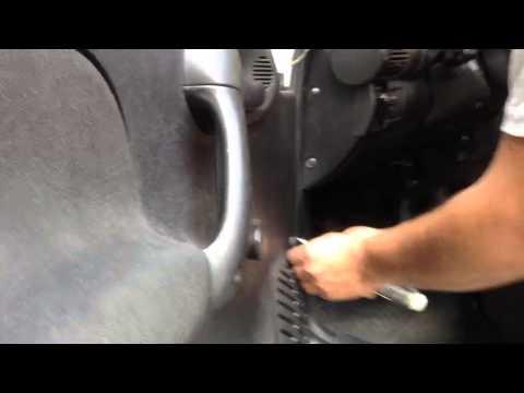 Desmontar panel de puerta chevy 2003 cambiar altavoces for Como cambiar una puerta de interior