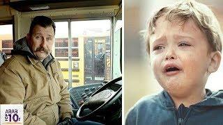 صعد هذا الصبي إلى الحافلة وهو يبكي عندما إكتشف السائق السبب قام بتصرف ابكى الجميع ..!!