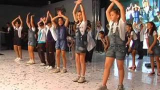 Coreografia: Rap da família - alunos dos 4º e 5º anos - Colégio Desafio