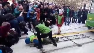Девушка из Иркутска двигает трамваи