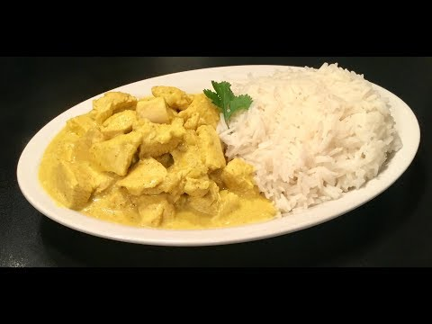 le-poulet-au-curry-à-l'indienne-accompagné-de-son-riz-basmati