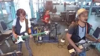 Zul - Guitarist / Vocal Bad - Bassist / Vocal Apit - Drummer 013328...