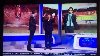 Costacurta dá un pestone a Marco Cattaneo