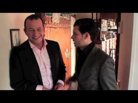 Valentino najib leert hoe een vrouw te versieren youtube - Hoe een volwassen slaapkamer te versieren ...