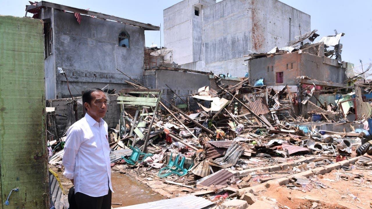 Presiden Jokowi Meninjau Lokasi Ledakan Bom Sibolga
