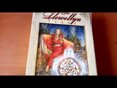 ☀️ The Llewellyn Tarot (Review)