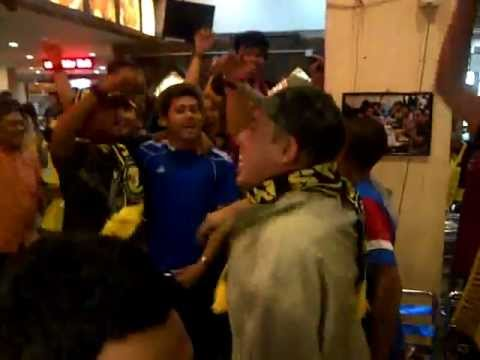 Selamanya Harimau Malaya at Barra Sec 7 Shah Alam ( Sea Games Final 2011 )