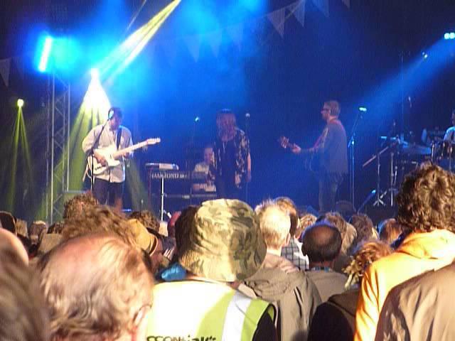 king-creosote-glastonbury-2015-avalon-stage-futurism