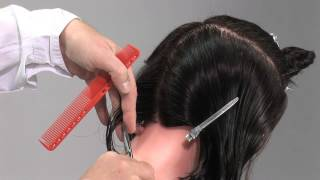 Градуированный боб - видео-урок по стрижке на манекене(Смотреть урок целиком: http://ru.myhairdressers.com/hairdressing-training/training-heads-hair-cutting/graduated-bob.html#.UbZAntEuzq8 Стрижка на ..., 2013-04-23T07:26:14.000Z)