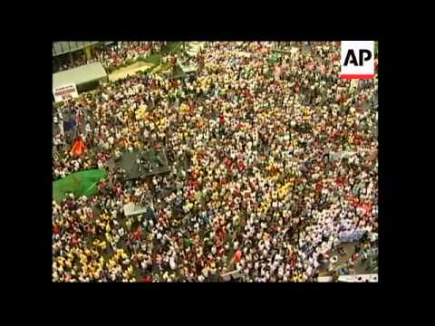 Thousands of protesters demand President Arroyo's resignation