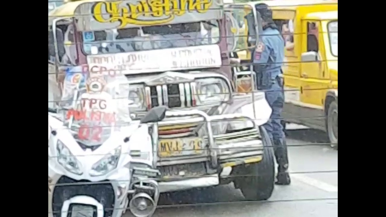 Christmas Jeepney.Traffic Police In Cebu City Gives Gifts To Jeepney Drivers On Christmas Day