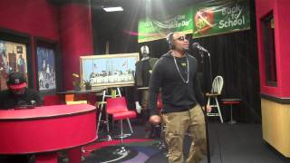 Avant performs More & Sailing while visiting the Red Velvet Cake Studio