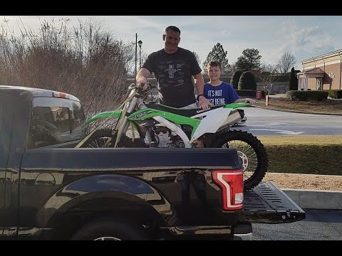 I'm  buying the 2016 Kawasaki kx 450F dirt bike. Come with us.
