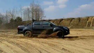 Test Isuzu D-MAX 2.5 4x4 LSX Black pl