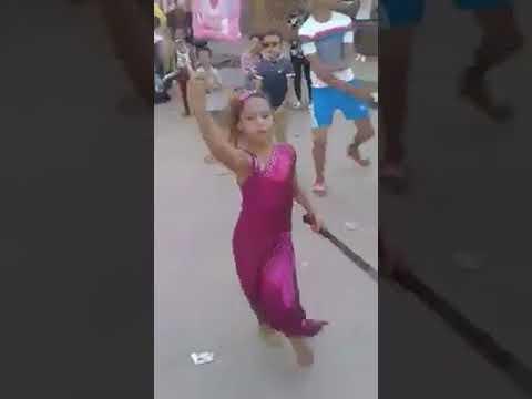 طفلة ترقص بسنجة فى فرح شعبى .. من المسئول ؟؟؟؟ thumbnail