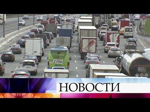 Москва встала в огромных пробках перед большими весенними выходными.