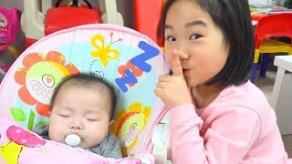Boram play with a younger brother