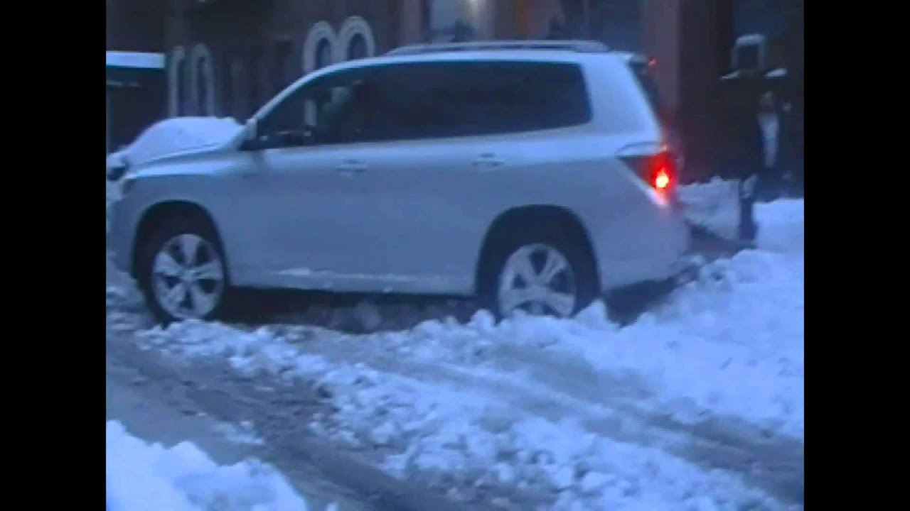 2008 Toyota Highlander On Snow