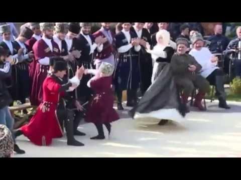 Чеченские дети танцуют перед Рамзаном Кадыровым  Chechen kids dance with Ramzan Cadirov