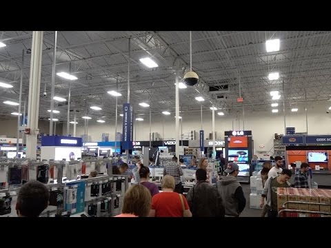 Pre Black Friday - Curious About The Crowds