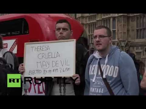 UK: Disability campaigners restrained by police during protest against new PM