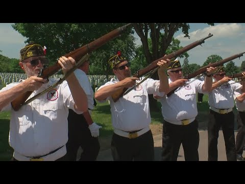 Fort Snelling's 'Friday Squad' Give 75,000th Salute