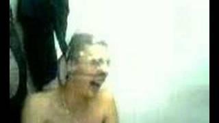 Gonfia preservativo con il naso