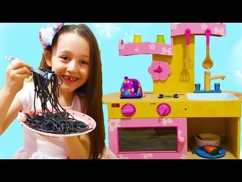 Öykü and Dad Black Noodle , Little Kitchen-fun kids video
