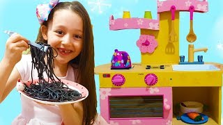 Öykü and Dad Black Noodle , Little Kitchen-fun kids video