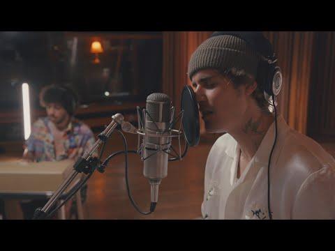 Justin Bieber deja ver su lado más íntimo conla versión acústica de Lonely